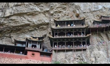 """В Китае вновь открылось """"самое ненадежно расположенное здание"""""""