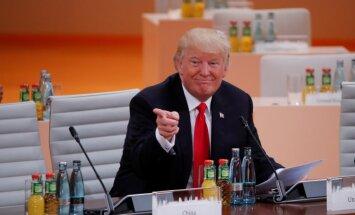 Tramps uzteic tikšanos ar Putinu; alkst tirdzniecības līgumu ar Lielbritāniju