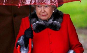 Елизавета II впервые появилась на публике после сильной простуды