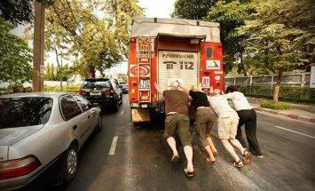 Lemti nepadoties: mašīnas paliek uz Vjetnamas robežas jeb neplānoto notikumu filozofija