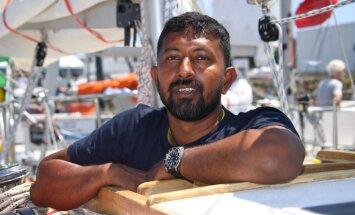 С поврежденной спиной и без мачты: в океане спасен участник кругосветной регаты