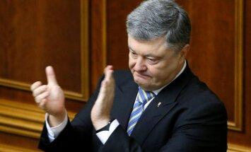 Porošenko ierosina atņemt pilsonību par piedalīšanos vēlēšanās Krimā