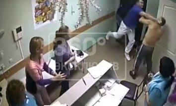 Video: Saniknots ārsts slimnīcā Belgorodā nogalina pacientu