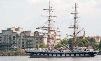 Fotoreportāža: 'The Tall Ships Races' atvadās no Rīgas ar greznu parādi