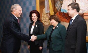 Saeimā iesniedz prezidenta ierosinājumu dubultot valsts finansējumu politiskajām partijām