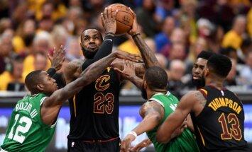 Džeimss ar 44 punktiem palīdz 'Cavaliers' panākt izlīdzinājumu NBA pusfināla sērijā