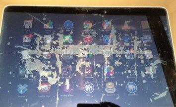 'Apple' klusiņām atzīst problēmu ar 'MacBook' ekrānu aizsargslāņa lobīšanos