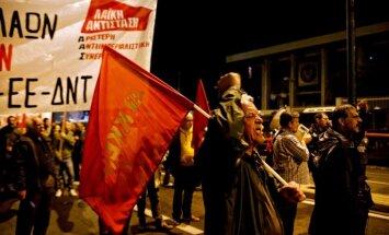 Foto: Sacelšanās gadadienā Atēnās protestētāji dodas gājienā uz ASV vēstniecību