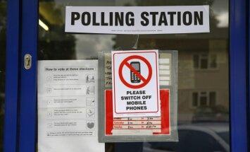 Par vēlēšanu iecirkņos uzņemtajiem 'selfijiem' draud naudas un cietumsodi
