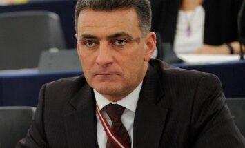 Kasparova pilsonības lieta: eirodeputāts Mirskis nikni kritizē Latvijas demokrātiju