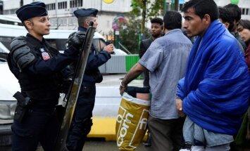 Francija plāno ieviest stingrākus imigrācijas likumus