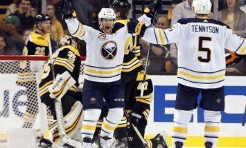 'Sabres' bez savainotā Girgensona atspēlē trīs ripas un pieveic 'Bruins'