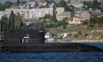 Krievijas flote rīko militāros manevrus Krimas piekrastē