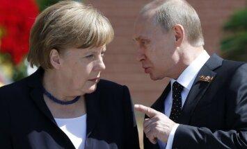 Putins telefonsarunā ar Merkeli pieprasījis jaunas Ukrainas miera sarunas