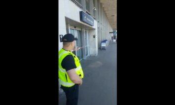'Aizdomīga izskata dēļ' Rīgas lidostā aizturēts pāris nokavē lidojumu uz Krētu