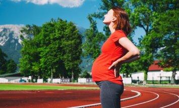 Grūtniece skrien – vai mazo nevar pārlieku sakratīt: četri mīti par sportu gaidību laikā
