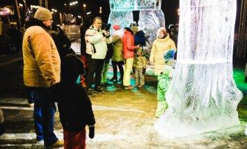 Foto: Jelgavā ar vērienu atklāts 20. ledus skulptūru festivāls