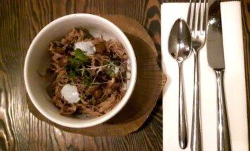 Paēst Rīgā par 10 eiro: Ar ko pārsteidz 'Valmiermuižas' alus restorāns