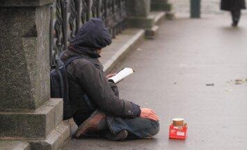Maijā Latvijā pamatīgi sarucis trūcīgo cilvēku skaits