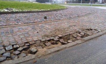 Foto: Šādi izskatās pirms trim mēnešiem rekonstruētais Vecumnieku ceļš