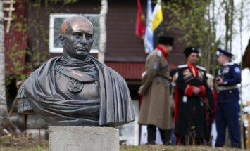 Putinam par godu uzslej pieminekli, kurā viņš attēlots kā Romas imperators