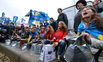 Kijevā tūkstošiem cilvēku protestē pret krāpšanos parlamenta vēlēšanās