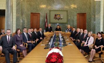 Divi ministri vēl nav saņēmuši pielaidi valsts noslēpumam