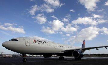 Kļūmes dēļ pasažieru lidmašīna nosēžas ASV gaisa spēku bāzē