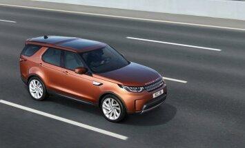 Latviju sasniedzis jaunais 'Land Rover Discovery' apvidnieks