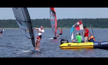 Latvijas sportistes vadībā Ķīšezerā notiekošajā pasaules čempionātā vindsērfingā