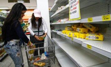Krīze Venecuēlā: Karakasa Jamaikā maina naftu pret pārtiku