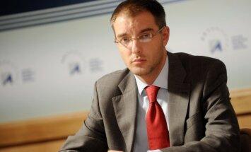 Karvas HES skandāls: Cilinskis atstādina VARAM valsts sekretāru Antonovu