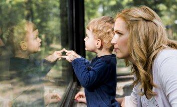 Jautājumi vieni, atbildes citādas: mammas dažādos vecumos dalās pārdomās par bērnu audzināšanu