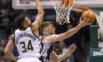 Bertānu izraida no zāles; 'Spurs' turpina uzvarēt