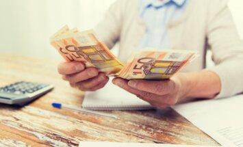 'Neredzamie' seniori: par ārvalstu pensiju saņēmējiem vēl pacīnīsies