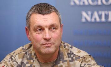 Graubi Nacionālo bruņoto spēku komandiera amatā nomaina Kalniņš. Tiešraide noslēgusies
