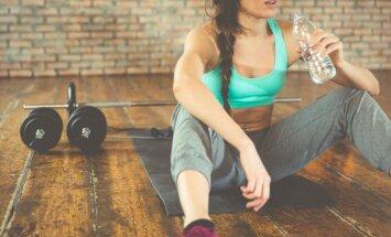 Почему женщинам каждый день нужно выпивать два литра воды