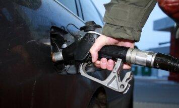 Akcīzes nodoklis nākamgad pieaugs alkoholam un degvielai, lemj valdība