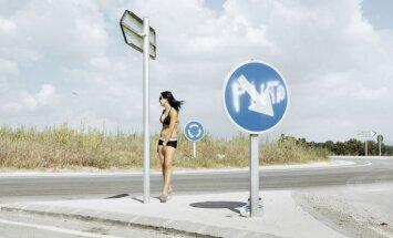 Foto: Spāņu prostitūtu grūtā dzīve uz ceļiem