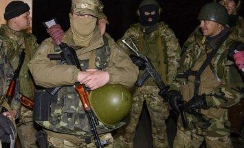 Slovjanskā sagrābts autobuss ar astoņiem militārajiem novērotājiem; separātisti pārmet ieroču vešanu