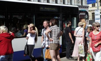 """Пассажирка Rīgas satiksme: """"Это нормально, в 30-градусную жару ехать без кондиционера?"""""""