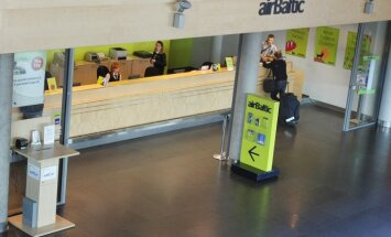 'airBaltic' ievieš maksu par reģistrēšanos lidojumiem lidostā