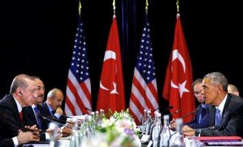 Obama mudina Erdoganu ciešāk sadarboties cīņā pret 'Daesh'