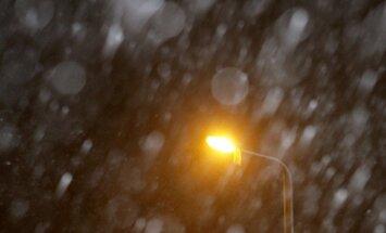 Piektdien gaidāms lietus, valsts austrumos arī sniegs un putenis