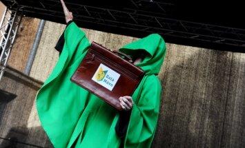 Mediķi svinīgajā budžeta nodošanas dienā protestēs pie FM