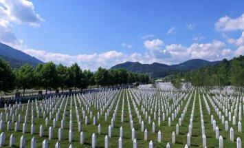 Kā Srebrenicas slaktiņa vietas izskatās tagad – pēc 20 gadiem