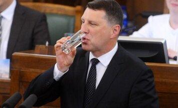 Вейонис опережает Берзиньша по возвращенным в Сейм законопроектам