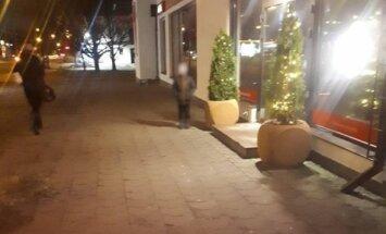Пурвциемс: мальчик целый час стоял на холоде и ждал, пока отец выйдет из игрового зала (дополнено)