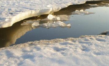 Jēkabpilī aizliegts atrasties uz Daugavas ledus, ziņo pašvaldība