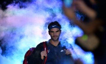 Federers uzveic tautieti Vavrinku un sezonas turnīra noslēguma finālā tiksies ar Džokoviču
